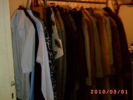 Foto 3 Mehr als 100 Stk., Zweite Hand - Frauen und Maenner Kleidungsstuecke wie Anzuege, Jacken, Ruecken gute Qualitaet und vieles Mehr.