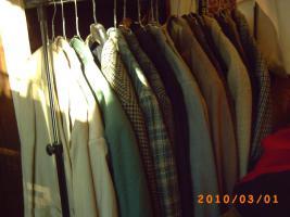 Foto 4 Mehr als 100 Stk., Zweite Hand - Frauen und Maenner Kleidungsstuecke wie Anzuege, Jacken, Ruecken gute Qualitaet und vieles Mehr.