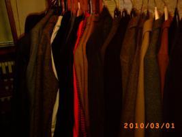 Foto 10 Mehr als 100 Stk., Zweite Hand - Frauen und Maenner Kleidungsstuecke wie Anzuege, Jacken, Ruecken gute Qualitaet und vieles Mehr.