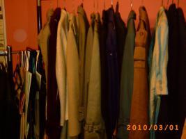 Foto 11 Mehr als 100 Stk., Zweite Hand - Frauen und Maenner Kleidungsstuecke wie Anzuege, Jacken, Ruecken gute Qualitaet und vieles Mehr.