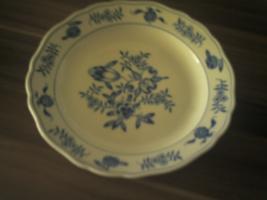Meissner Porzellan Teller aus Zwiebelmuster