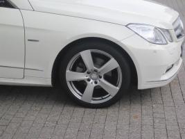 Foto 5 Mercedes 18 Zoll E-Coupe Alufelgen Sportpaket W207 Winterradsatz  4 original Mercedes Benz E-Coupe W207 Vorder- und Hinterachse: 8,5Jx18 ET48 TN: A2074010502 Winterrreifen Conti WInter 235-40-18 rundum 4 gleiche Flegen und Reifen Profil 70-75% wunderschön