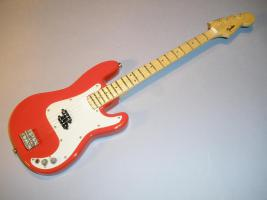 Miniaturgitarre – Red Fender Bass