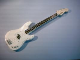 Miniaturgitarre – White Fender Bass