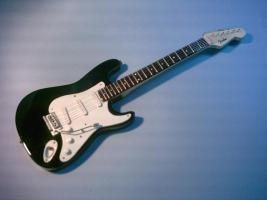 Miniaturgitarre - Fender Stratocaster (Schwarz)