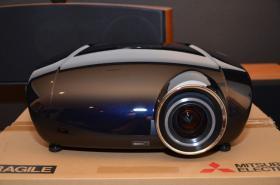 Foto 2 Mitsubishi HC7000 LCD Projektor