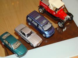 Foto 6 Modellautos verschiedene und Flieger aus Metall