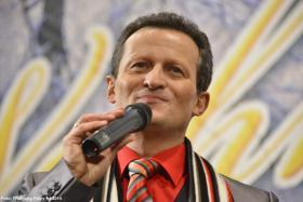 Moderator und Sänger Julius Meder für Ihre Veranstaltung