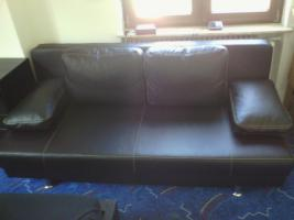 Moderne Ledercouch mit Bettfunktion (Neupreis 600, --) 150, --€