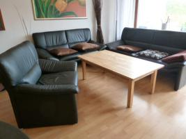 Moderne-Schwarze-Leder-Couchgarnitur