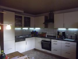 Moderne, helle komlettküche neuzustand