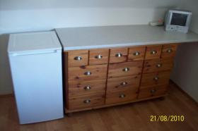 Foto 4 Moderne, rote Küche mit E-Geräten