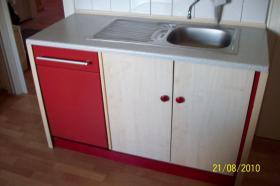 Foto 6 Moderne, rote Küche mit E-Geräten