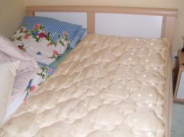 Modernes Doppelbett 180x200