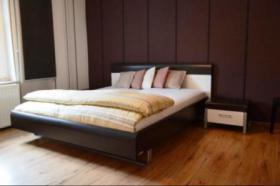 Modernes Doppelbett 180x200 inkl. 2 Nachtischkonsolen
