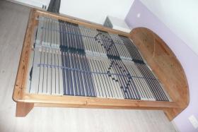 Modernes Doppelbett Massivholz