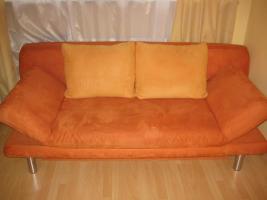 Modernes Sofa mit Schlaffunktion und Bettkasten