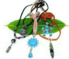 Modeschmuck - Holzketten, Armbänder, Indianerketten, Broschen, Ohrringe
