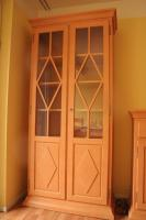 Foto 2 Möbel Komposition aus Pinienholz, gebürstet incl. hochwertigen Messing Kronleuchter