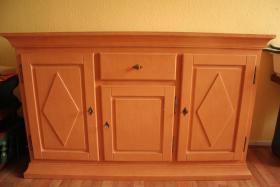 Foto 4 Möbel Komposition aus Pinienholz, gebürstet incl. hochwertigen Messing Kronleuchter