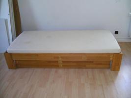 Möbelum Bett zu verkaufen