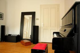 Foto 2 Möblierte 3-Zimmer-Wohnung mit Designerausstattung für 2 Monate zu vermieten