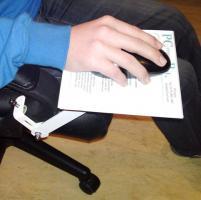 Foto 4 Mousepad aus Edelstahl zur direkter Montage am Schreibtischsessel