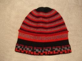 Mütze aus Alpakawolle rot/grau/schwarz