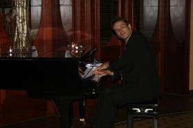 Musikalische Umrahmung am Klavier - live