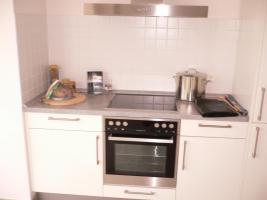 Foto 2 Muster-Hochglanzeinbauküche mit E-Geräten