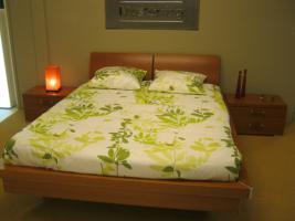 ++ Musterring ++ Bett mit Nachtkästchen und LED-Beleuchtung