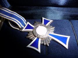Foto 2 Mutterkreuz 1 Gold 1 Silber 1 Bronze 1 Eiserne Kreuz