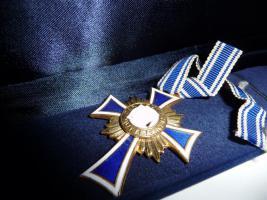 Foto 3 Mutterkreuz 1 Gold 1 Silber 1 Bronze 1 Eiserne Kreuz