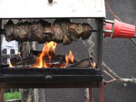 Foto 2 Mutzbraten über Birkenholzfeuer gegrillt