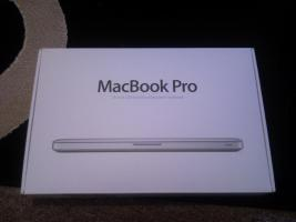 NEU/ungeöffnet Apple MacBook Pro, MC700D/A, 13'', i5, 2,3 GHz, 4GB RAM, 320GB HDD, NUR BERLIN