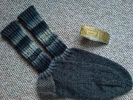 NEUE handgestrickte Wollsocken Gr. 45