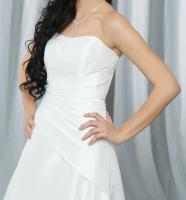 Foto 3 NEUWERTIGES und MODERNES Hochzeitskleid
