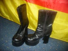 NEUw. schwarze Stiefel gr. 40