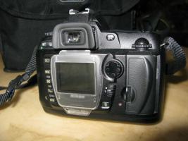 Foto 3 NIKON D70,  CCD Bildsensor im DX Format.