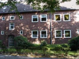 Nachmieter Elmschenhagen Süd, grün, ruhig, gepflegt, in gepflegtem Klinkerfassadenhaus mit 2 Etagen
