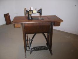 Foto 3 N�hemaschiene von PFAFF mit Tisch