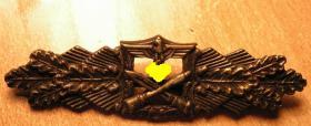 Foto 2 Nahkampfspange Bronze mit Hersteller