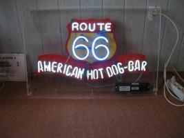 Foto 2 Neondisplay in Acrylglasgehäusen route 66 hot dog bar  groß selten schön