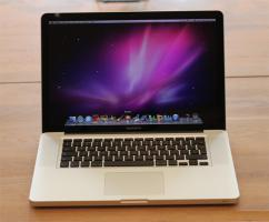 Neu Apple MacBook Pro 15.4 Zoll , 2.4  GHz i5 , 320 Gb