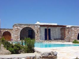 Neubauhaeuser aus Naturstein auf Paros/Griechenland