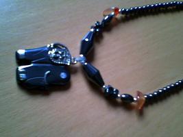 Neue Perlenkette, schwarz, ohne Etikett aus Kamerun
