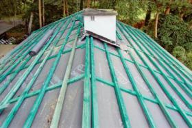 neues dach in einem sehr guten preis polnische baufirma in krukow strangfalzziegel tondachziegel. Black Bedroom Furniture Sets. Home Design Ideas
