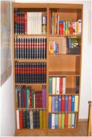 Neuwertige Bücherregale