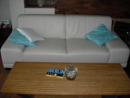 Neuwertige Cremefarbene Couch in Lederoptik