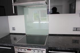 Foto 6 Neuwertige Einbauküche im eleganten schwarz
